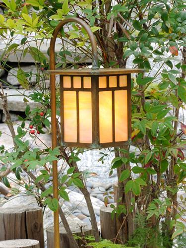Craftsman Garden Lantern (Flat Roof/Curved Stake)