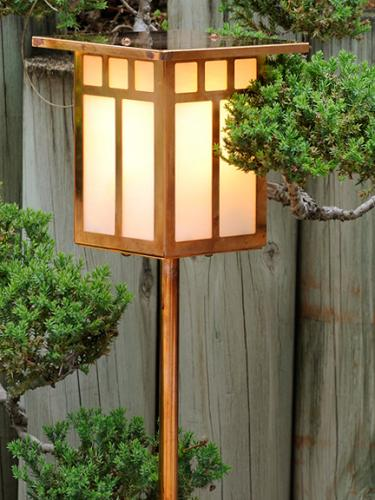 Craftsman Garden Lantern (Flat Roof/Straight Stake)