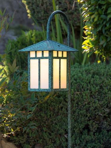 Craftsman Garden Lantern (Peaked Roof/Curved Stake)