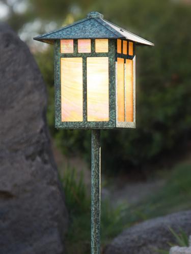 Craftsman Garden Lantern (Peaked Roof/Straight Stake)